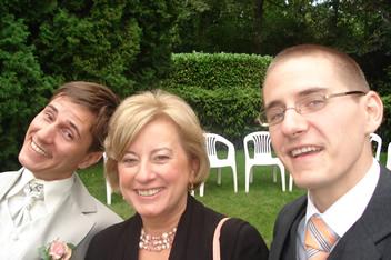Bruidegom en broer met de schoonmoeder